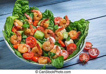 Primer plano, ensalada, vegetales, camarón
