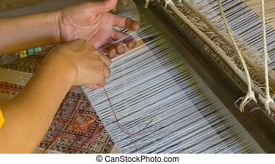 Producing fabrics with pattern - old traditional way - Video...