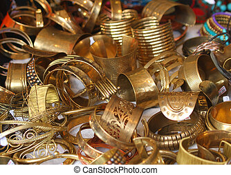 gold jewelry and precious jewels for sale - golden jewelry...