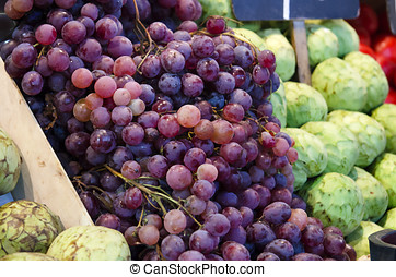 Red grapes, in the market