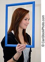 Profil von Teenager - Teenagerprofil mit blauem Bilderrahmen