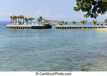 Pleasure Pier on the Carribean - A beautiful palm-studed...