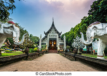 Wat Lok Moli temple in Chiang Mai - Wat Lok Moli is a...