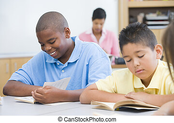 Elementary school classroom - Group of students reading...
