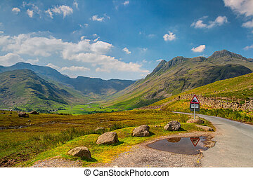 Very steep road in Great Langdale valley in England - HDR...
