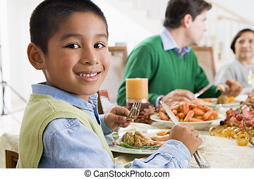 familia, todos, juntos, en, navidad, cena