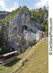 Castello di Predjama, Slovenia 2 - Caratteristico e...