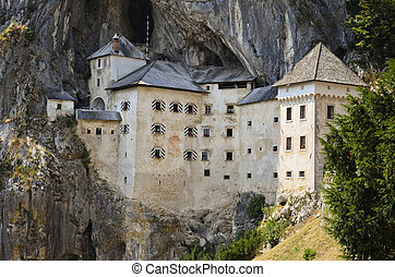 Castello di Predjama, Slovenia 3 - Caratteristico e...