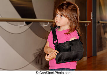 Girl with a broken arm - Sad little girl with a broken arm...