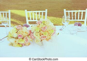 Vintage roses bouquet arrange for wedding decoration in...