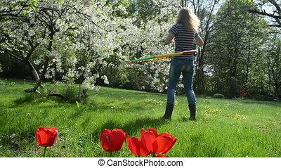 woman spin hoop waist