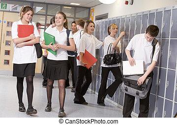 alto, escuela, estudiantes, Armarios, escuela, pasillo