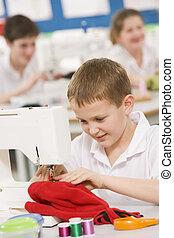 colegial, Utilizar, Costura, máquina, Costura, clase