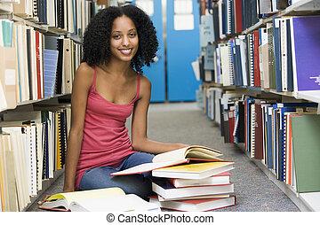 Estudiante, universidad, trabajando, biblioteca