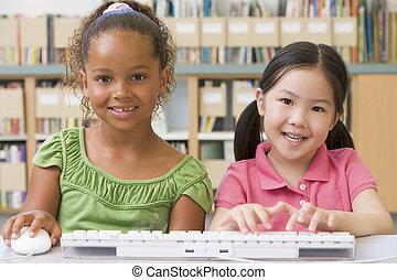 Przedszkole, dzieci, używając, komputer
