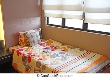 Cheery bedrooom - Bright cheery bedroom with colorful...