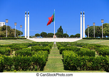 Eduardo VII Park - Big Portuguese flag on top of the Eduardo...