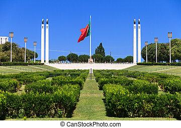 Eduardo VII Park - Big Portuguese flag on top of the Eduardo...