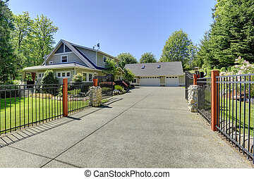 Beautiful american house with iron gates - View of open...