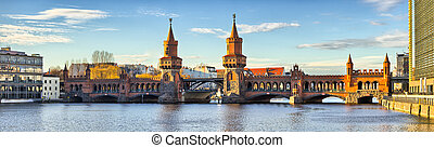 Oberbaum bridge in Belin - Germany - Oberbaum bridge in...