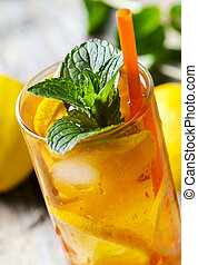 Ice Tea - Refreshing ice tea with lemon and mint