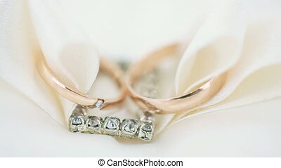 Macro wedding rings - Translation focus on wedding rings....