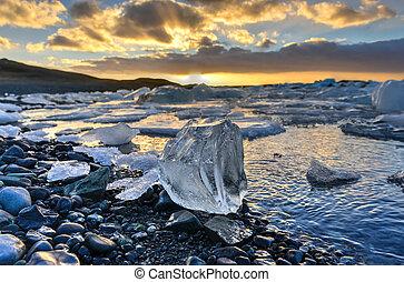 Glacier lagoon, Jokulsarlon, Iceland - View of the glacier...