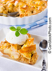 Traditioonal apple pie - Traditional American apple pie with...