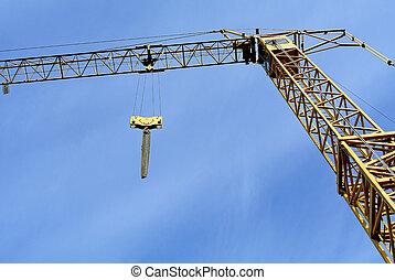 Baukran mit blauem Himmel - building crane
