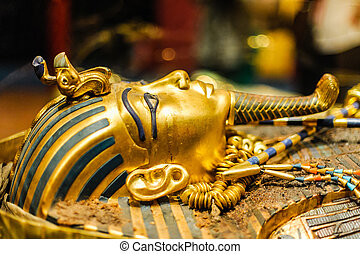 Mask of pharaoh Tutankhamun - Golden Mask of egyptian...