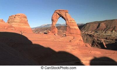 Arches National Park, Delicate Arch - Nondescript tourists...