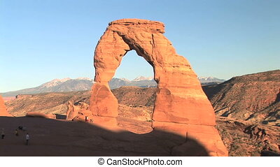 Arches National Park, Delicate Arch - Nondescript tourists...