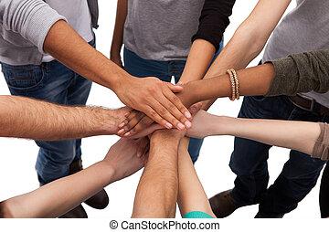 faculdade, estudantes, empilhando, mãos