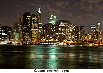 Manhattan skyline at night - View of the Brooklyn Bridge in...