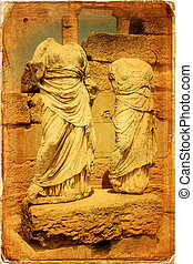 Libia - Decapitated statues located in front of the temple...