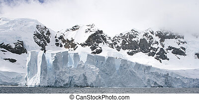 Petzval Glacier - View of the Petzval Glacier, in Paradise...