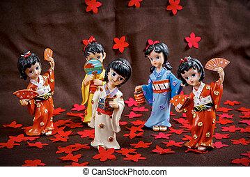 Figurine Japanese Geisha - Five Japanese Geisha figurine on...