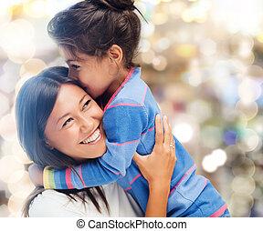 Abraçando, mãe, filha