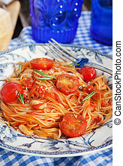 Spaghetti with tomato sauce - Portion of fresh spaghetti...