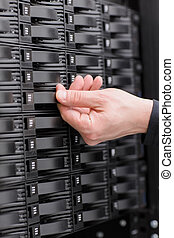 IT Consultant replace SAN harddrive - It engineer technician...