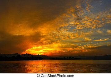 Sunset at Xihu lake - Beautiful Sunset at Xi hu lake, China