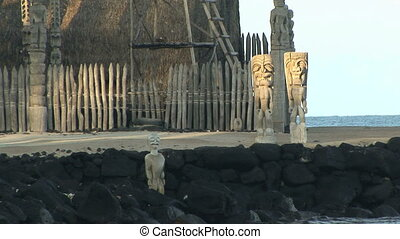 Hawaiian KiI - Kii carved wooden images in Puuhonua o...