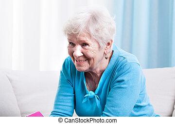 sorridente, nonna