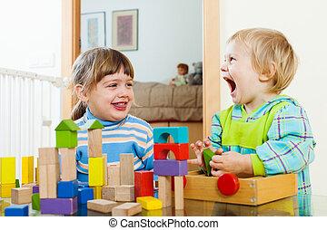 hölzern, Spielzeuge,  emotional, Geschwister, spielende, glücklich