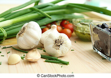 garlic cloves, onion and tomatoes