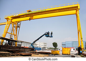 lifts for installation - Atmosphere in the construction and...