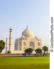 Taj Mahal in sunrise light, Agra, India - Taj Mahal in...