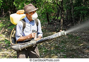 Campesino, Rociar, el, árboles, con, químicos,...