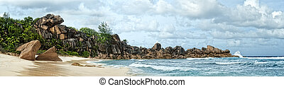 Spectacular boulders on the beach of tropical island -...
