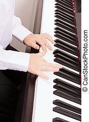 fim, cima, criança, mãos, tocando, piano